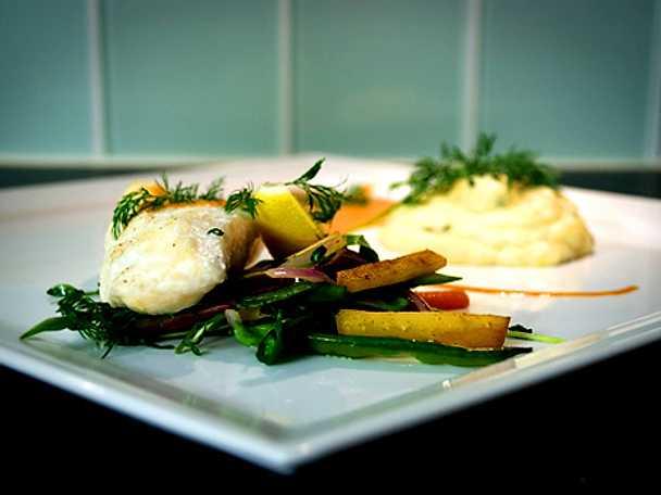 Hälleflundra med skaldjurssås och potatispuré med smak av västerbotten och timjan