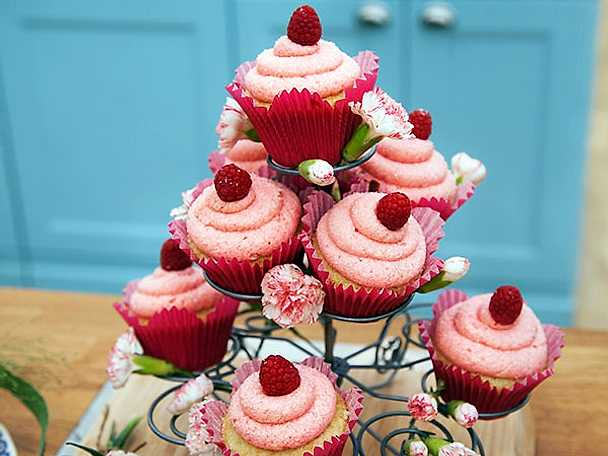 Hallon- och champagnecupcakes