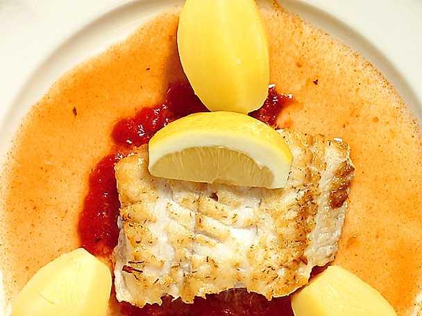 Halstrad fiskfilé med tomatröra