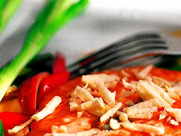 Halstrad fjärilslax med sauterade grönsaker och pepparrot