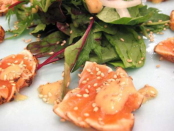 Halstrad lax sashimi med miso och vinägerdressing
