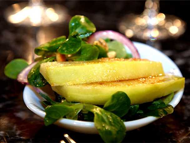 Halstrad melon med rostade pinjenötter