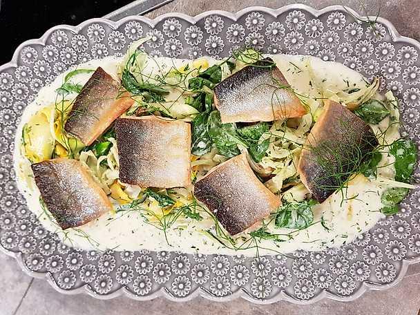 Halstrad röding med zucchini, fänkål och vitvinssås