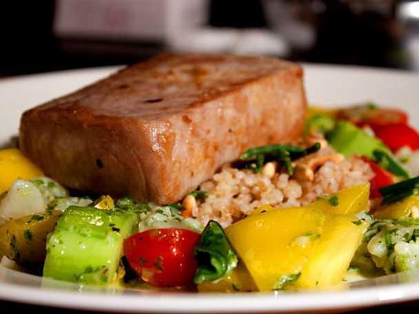 Halstrad tonfisk med ceviche och sjökorall