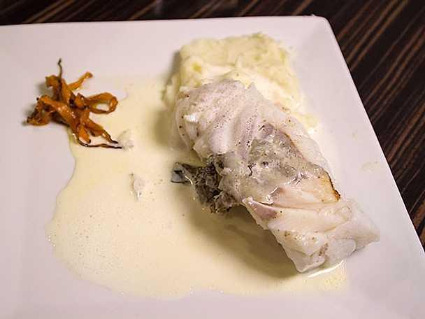 Halstrad torskrygg med champagneskum och potatisstomp
