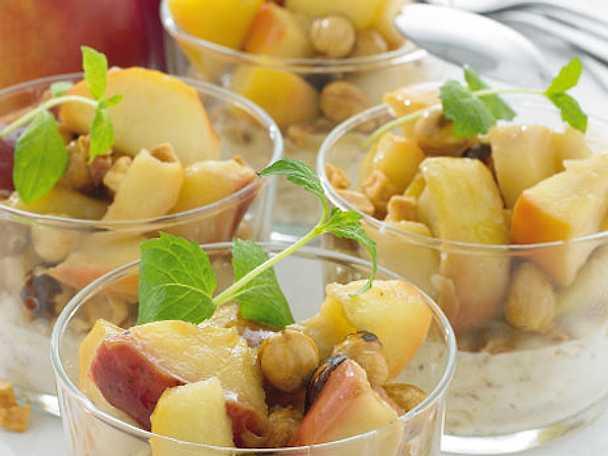 Hassel- och kanelkräm med äppelkompott