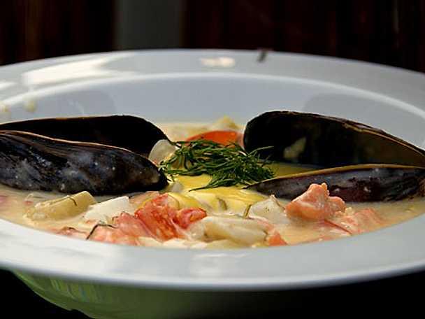 Havets soppa på Falsterbovis med aioli