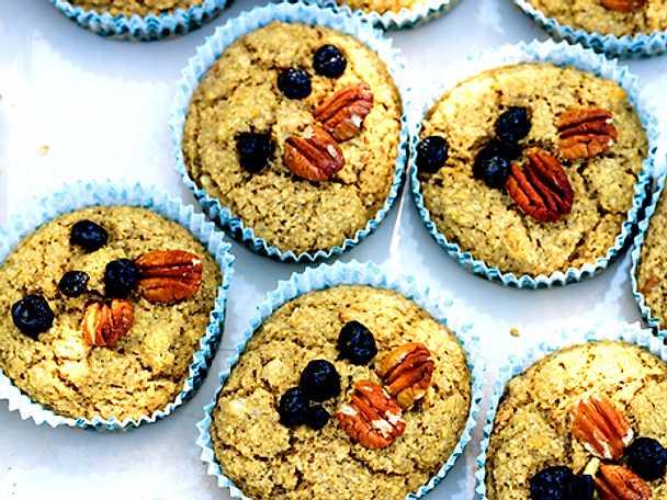 Havreklimuffins med blåbär och pekannötter