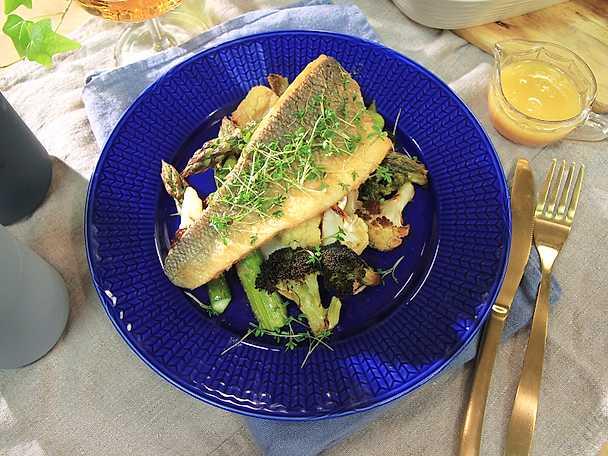 Havsabborre med ugnsrostade sommargrönsaker