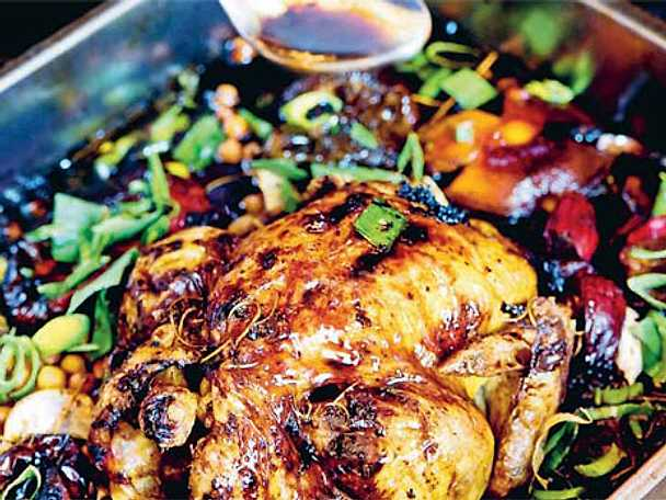 Hel kyckling i ugn med paprikor
