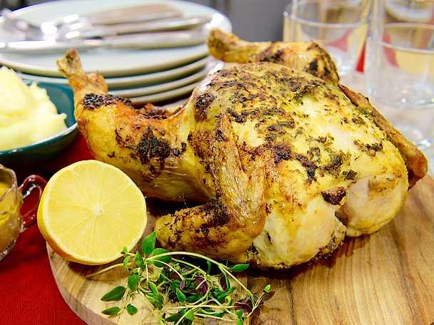 Hel kyckling i ugn med timjan och citron