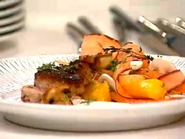Helstekt fläskfilé med morötter och citronyoghurt