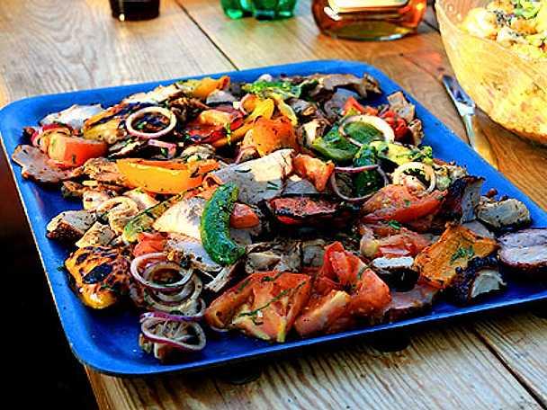 Helstekt fläskkarré med grillade grönsaker