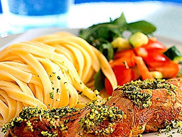 Helstekt kalvfilé med gremolata och tagliatelle