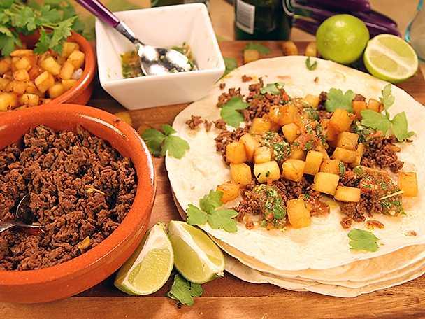 Hemkryddad tacos med stekt ananas