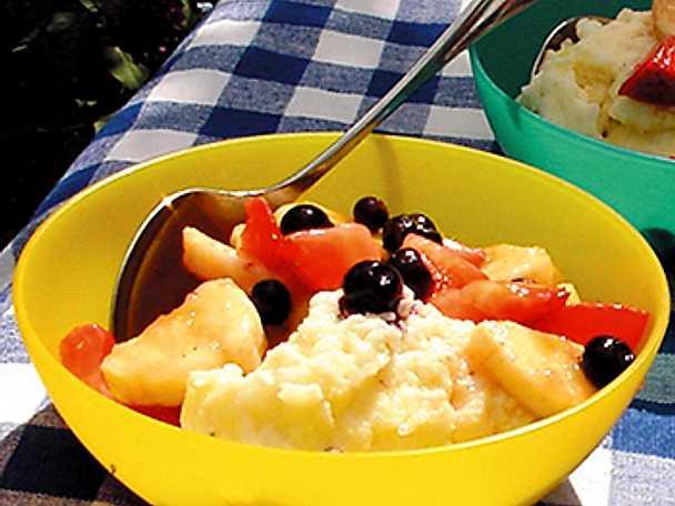 Hemlagad ostkaka med frukt