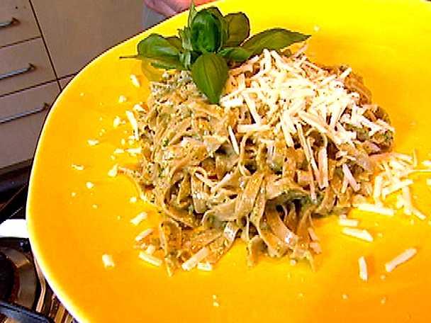 Hemlagad pasta med pesto