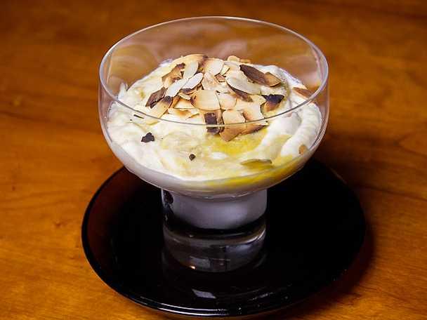Hemlagad vaniljglass med rabarberfyllning