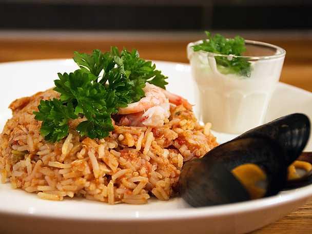 Het Jambalaya, serveras med ris