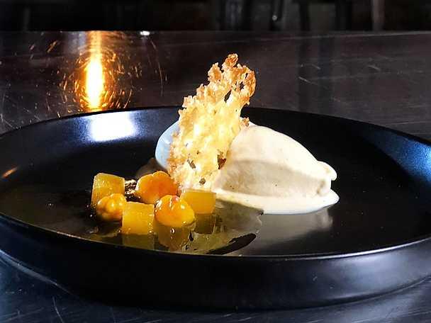 Hjortronglass med hjortroncoulis, rosmaringelé och havreflarn