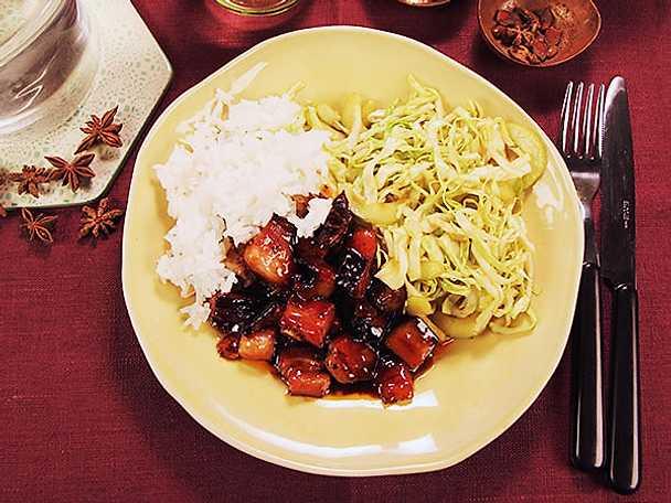 Hoisinfläsk med syrlig sallad och ris
