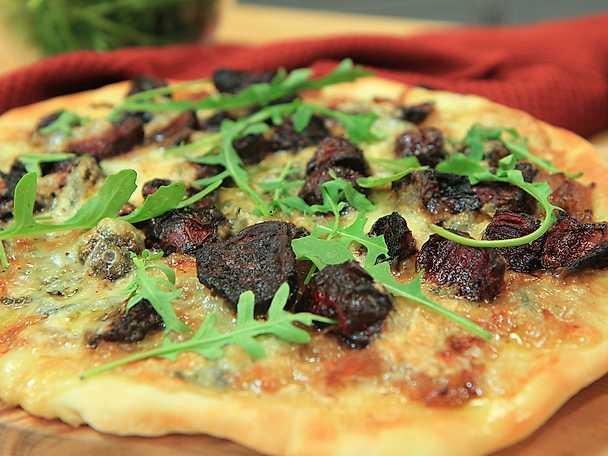 Höstpizza med karamelliserad lök