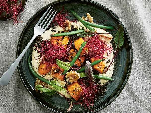 Hummus bowl med rostad pumpa, belugalinser och haricots verts