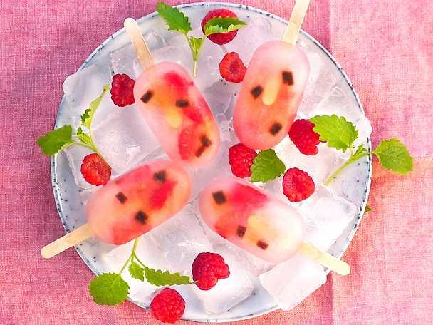 Ice pops med hallon och lakrits