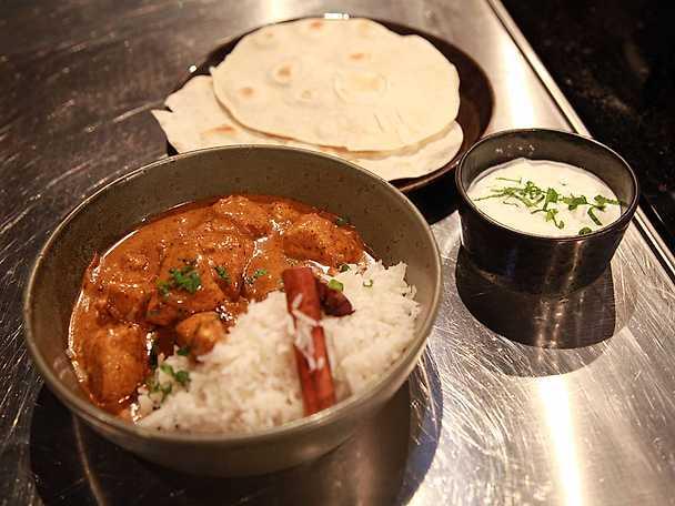 Indisk kycklingcurry med chapati och myntayoghurt