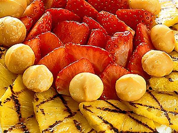 Ingefärskaka med färsk frukt