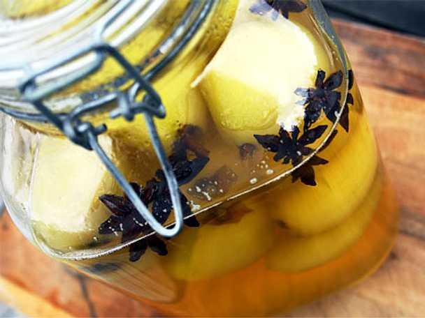 Inkokta päron med stjärnanis