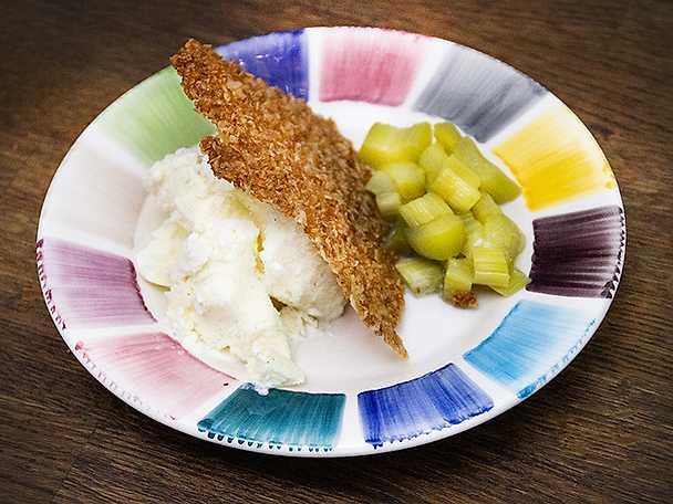 Inkokta rabarber med vaniljglass och havreflarn
