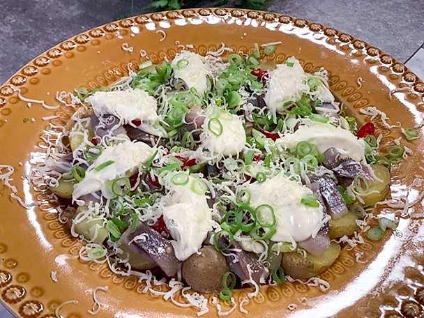 Inlagd sill med chili, sesamolja och vårlök
