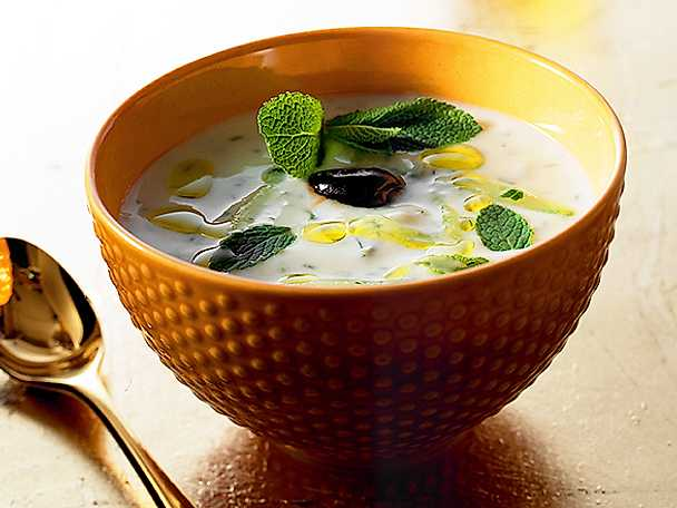 Iskall yoghurtsoppa med mynta