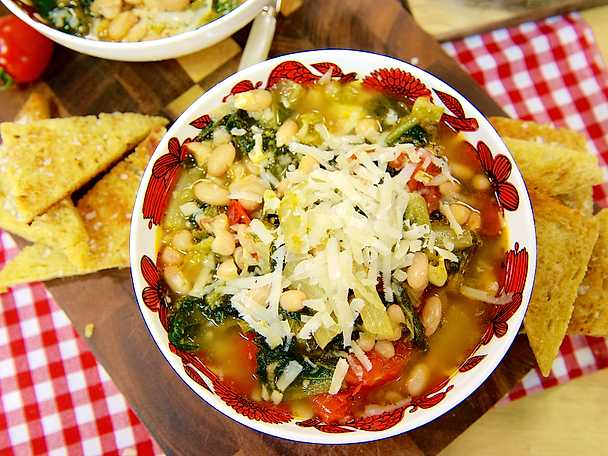 Italiensk böngryta med romansallad och tomat