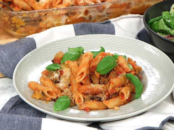 Italiensk pastagratäng med aubergine