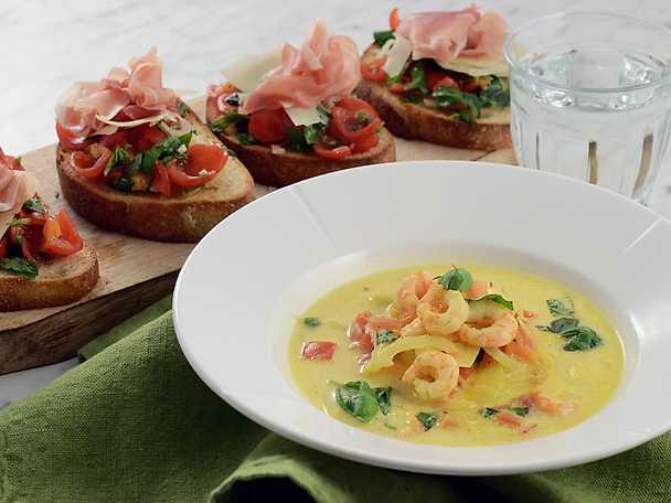 Italiensk räksoppa med tomat och bruschetta