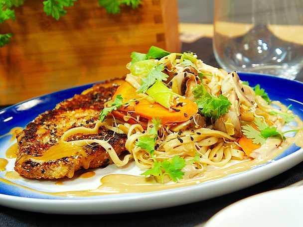 Japansk schnitzel med nudlar och sojamajonnäs