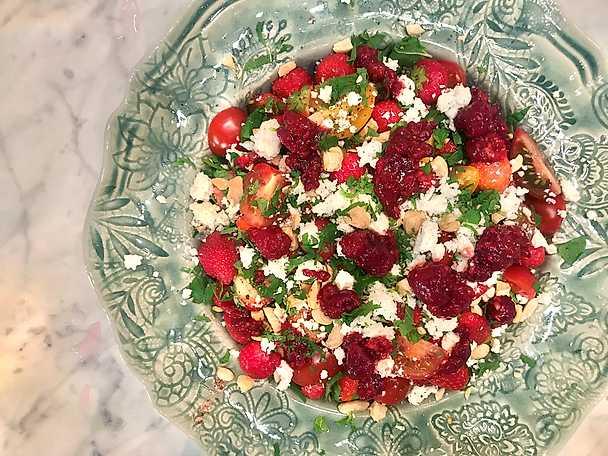 Jessica Frejs drömsallad med jordgubbar och fetaost