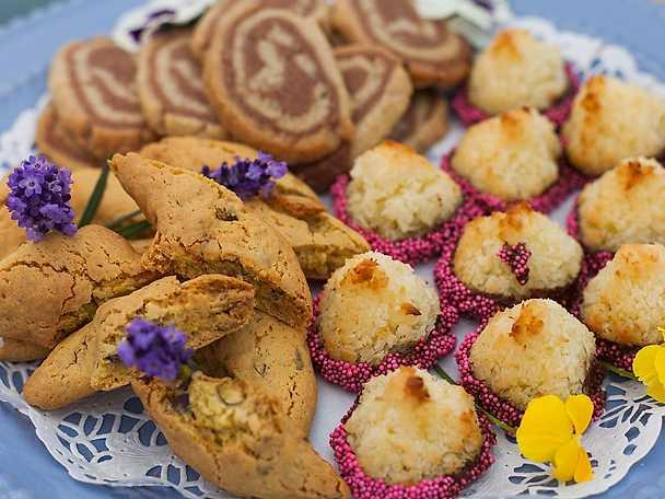 Johans kokostoppar, saffransbiscotti och chokladsnurror