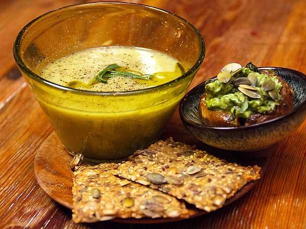 Jordärtskockssoppa med avokado