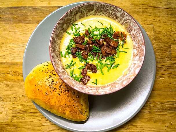 Jordärtskockssoppa med hembakt doppebröd