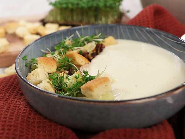 Jordärtskockssoppa med kyckling och rostad spetskål