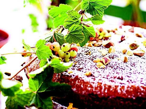 Kaka med pistagenötter