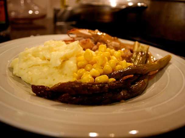 Kalkon med korv och potatis