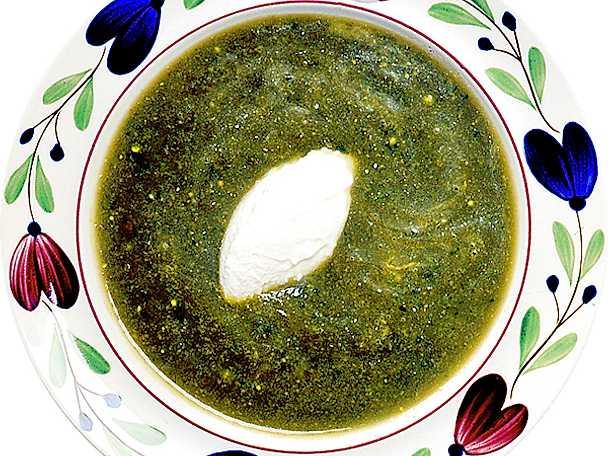 Kall avokadosoppa med vitlökscrème fraiche
