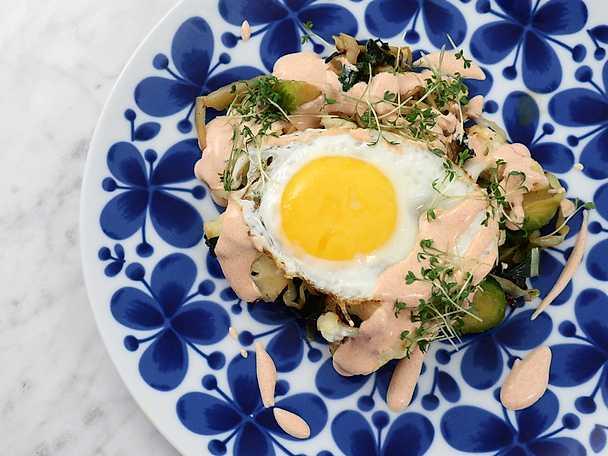 Kålpytt med stekt ägg