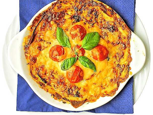 Kålrotsgratäng med tomat och basilika