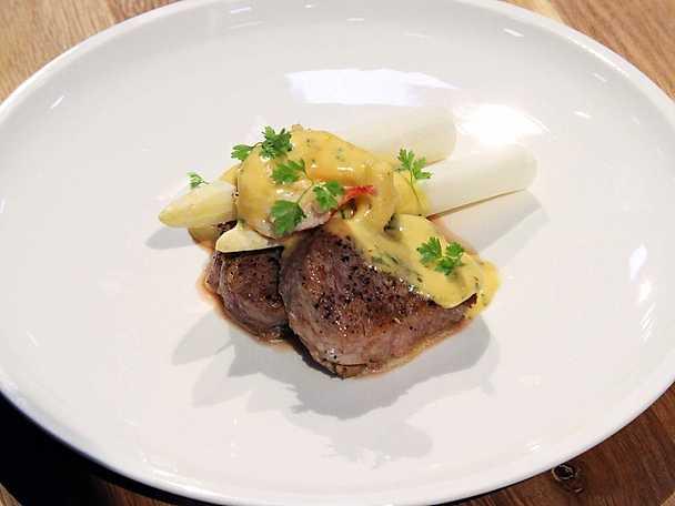 Kalvfilé Oscar med choronsås och smörfräst hummer