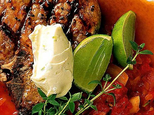 Kalvkotlett med tomatröra och limesmör